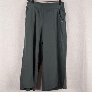 Apana green cutoff pants size small